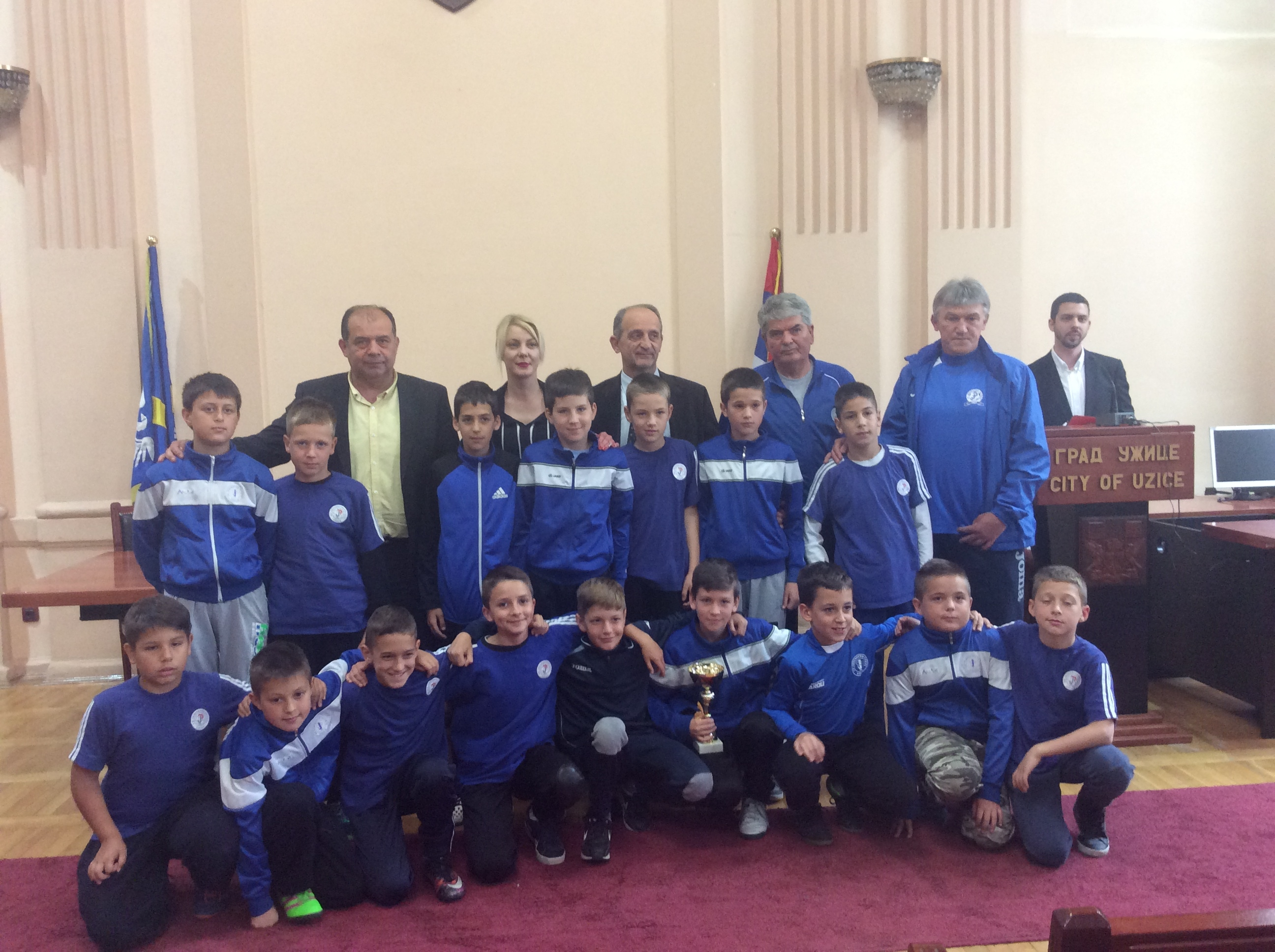 Ekipa FK Jedinstvo Putevi sa trenerom R.Aleksićem