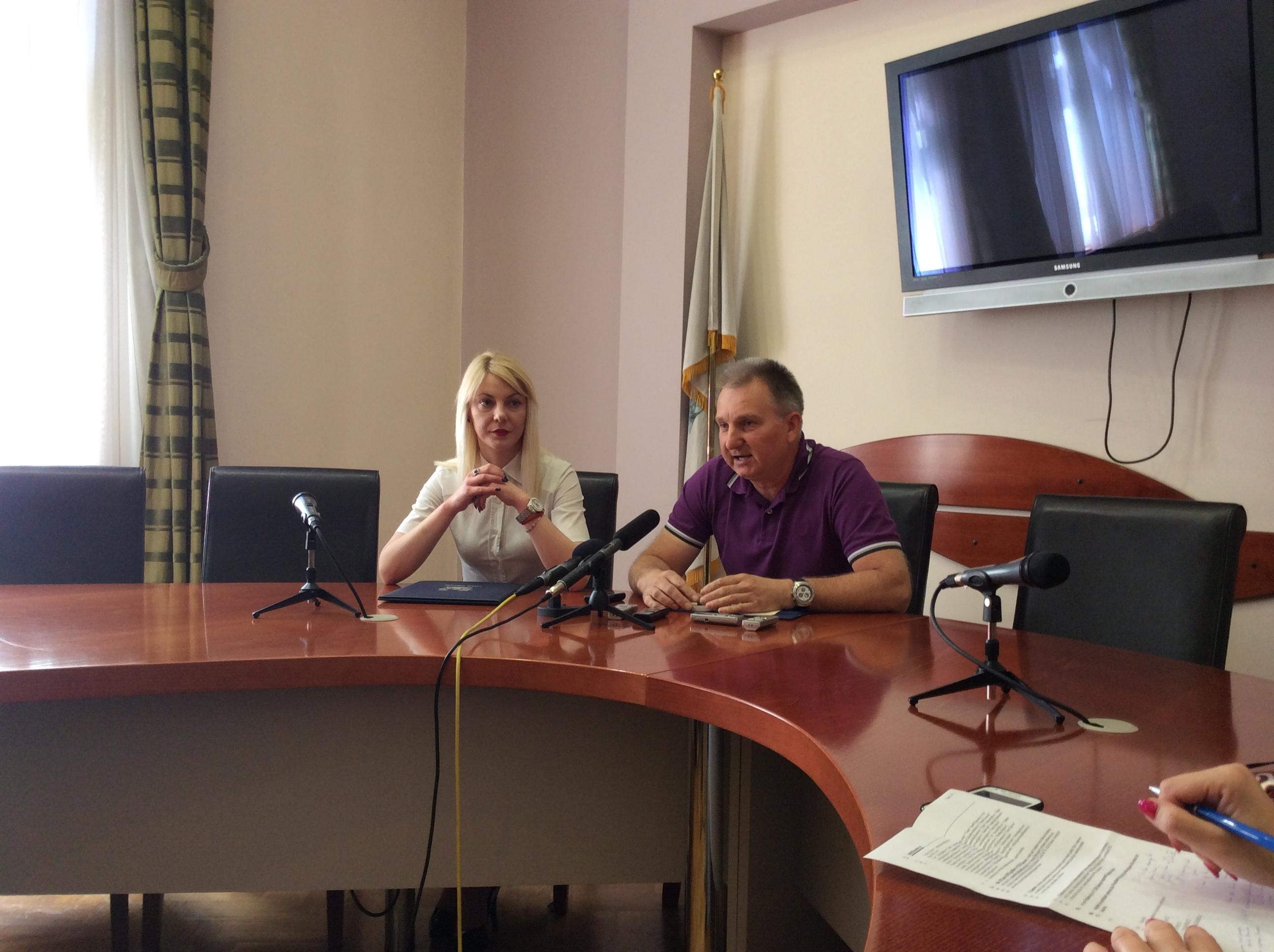 """Jelena Vasović, članica veća i Nenad Milivojević, BK """"Era""""       Foto--URP"""