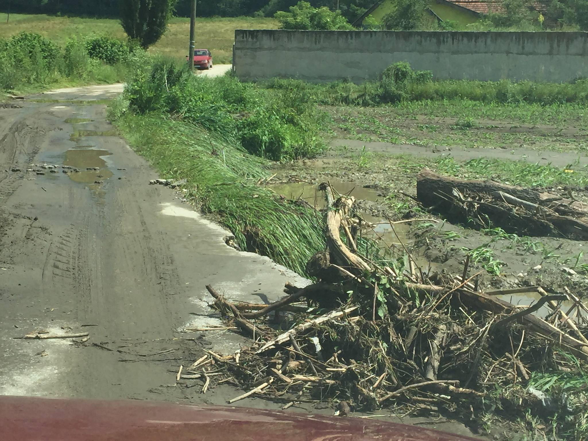 Potopljeni putevi i njive u Lunovom selu Foto--M.N.