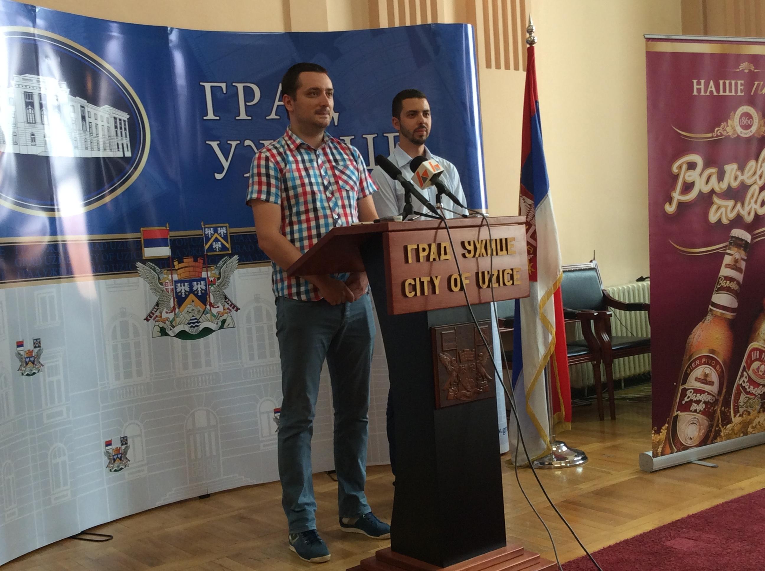 Petar Blagojević (levo), član Gradskog veća za kulturu i Srđan Nedeljković, Omladina Užica Foto--URP