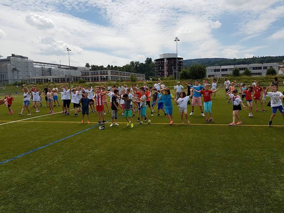 """Učesnici humanitarne akcije """"Igrajmo za Srbiju"""" Foto--J.L."""