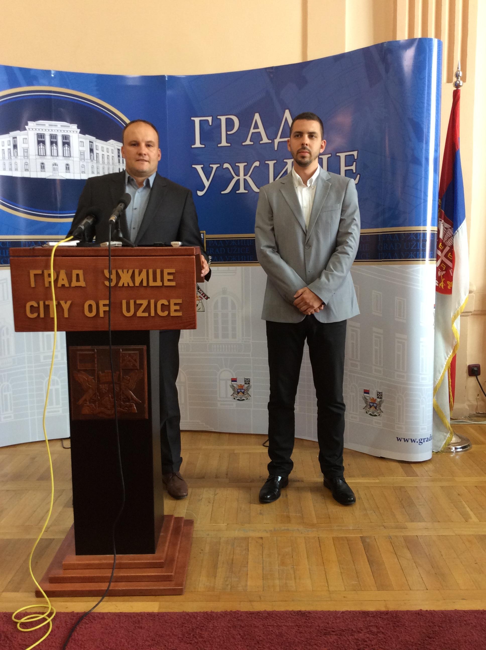 Nemanja Nešić, pomoćnik gradonačelnika (za govornicom) i Petar Blagojević, član Gradskog veća Foto--URP