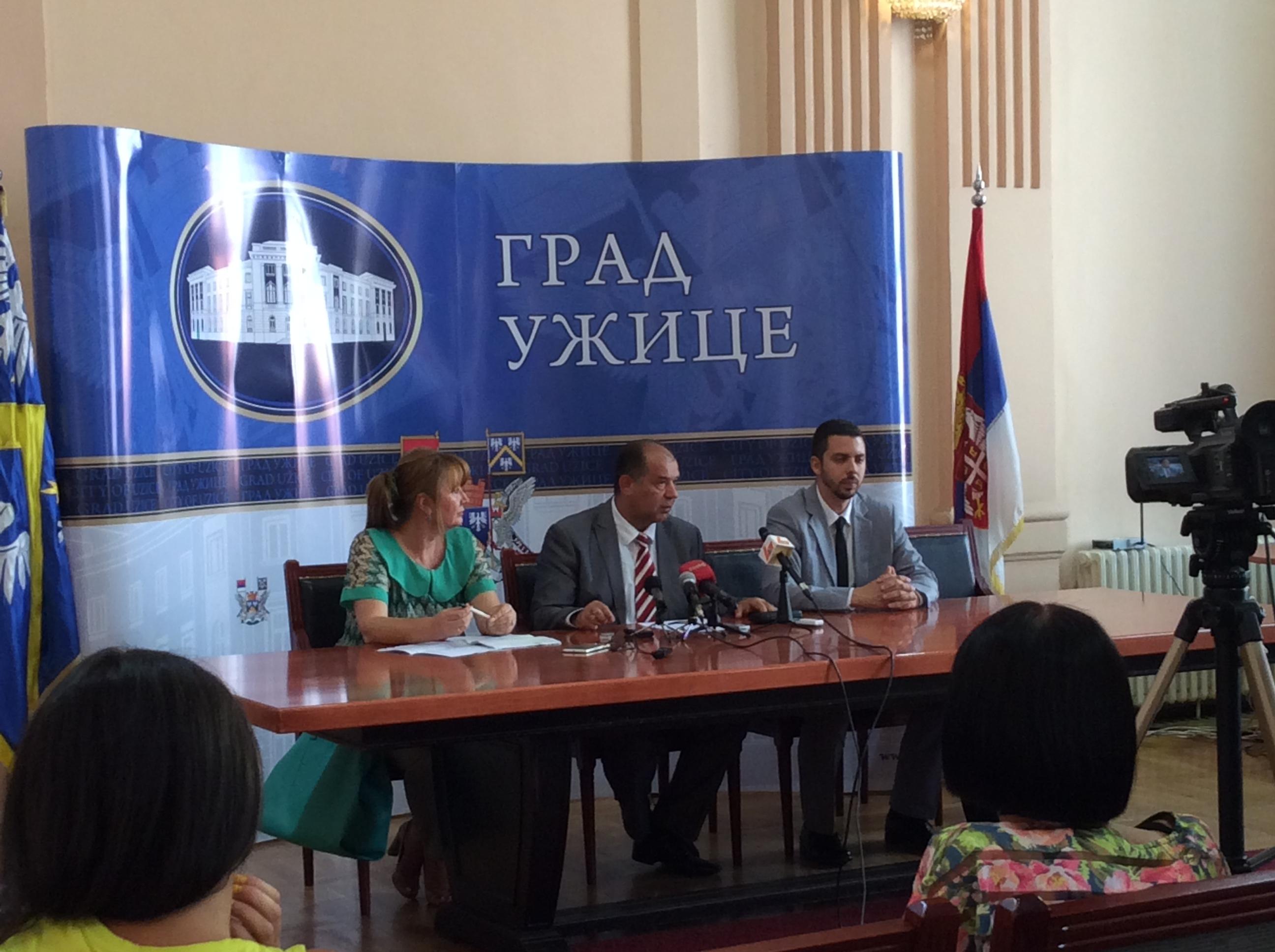 Lela Kovačević, direktorka Vrtića, Tihomir Petković, gradonačelnik i Petar Blagojević, član Gradskog veća za obrazovanje Foto--URP