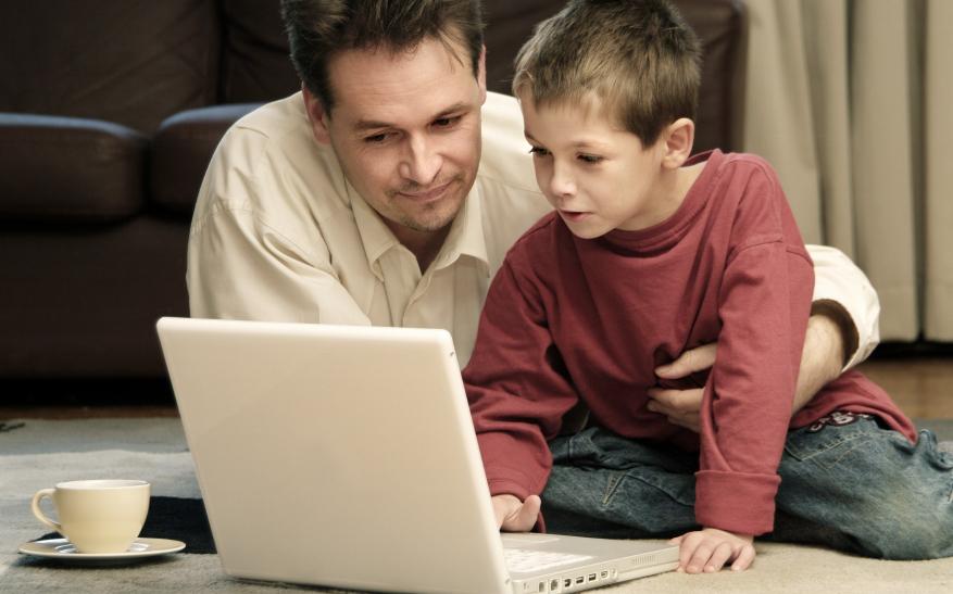 Dečaci se bolje štite na Internetu ,ali su u najmlađem uzrastu svi podjednako ugroženi Foto--www.roditelj.org