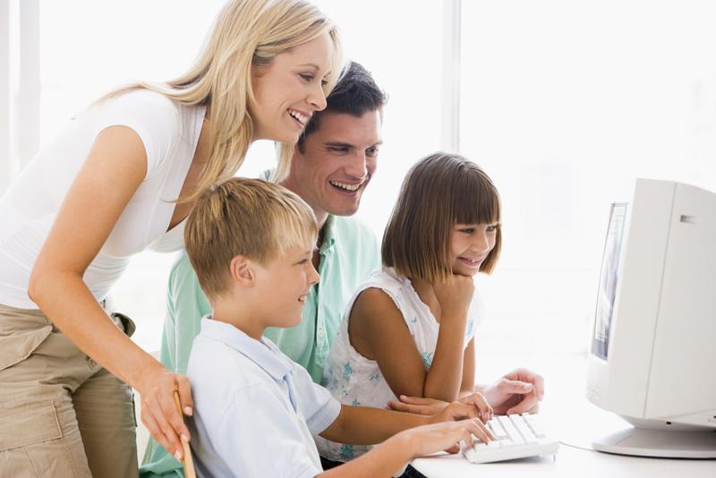 Poverenje između dece i roditelja može da spreči brojne izazove sa kojima se deca susreću na Internetu  Foto--job.fanpage.it
