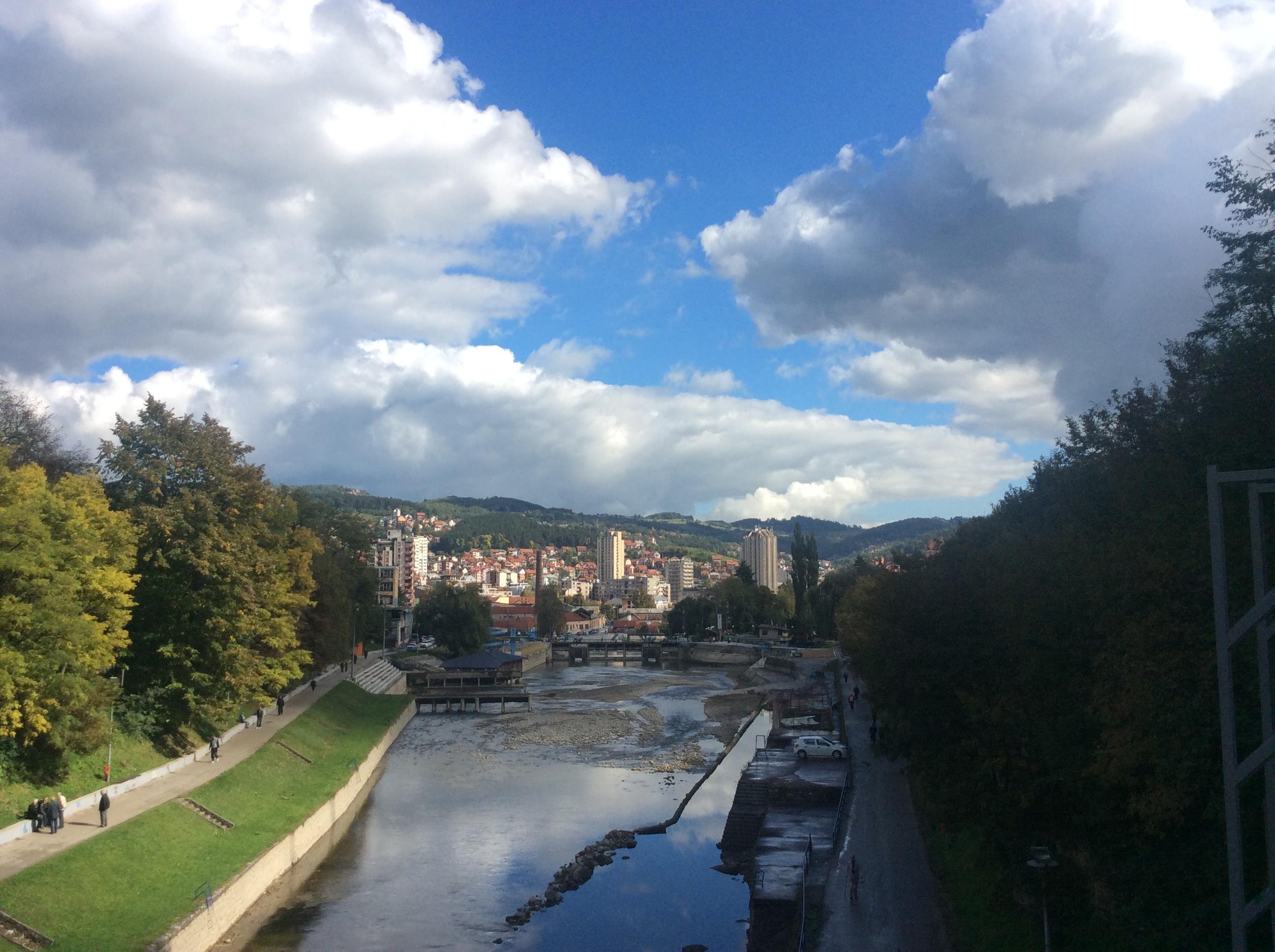 Pogled ka centru grada sa starog železničkog mosta Foto--URP