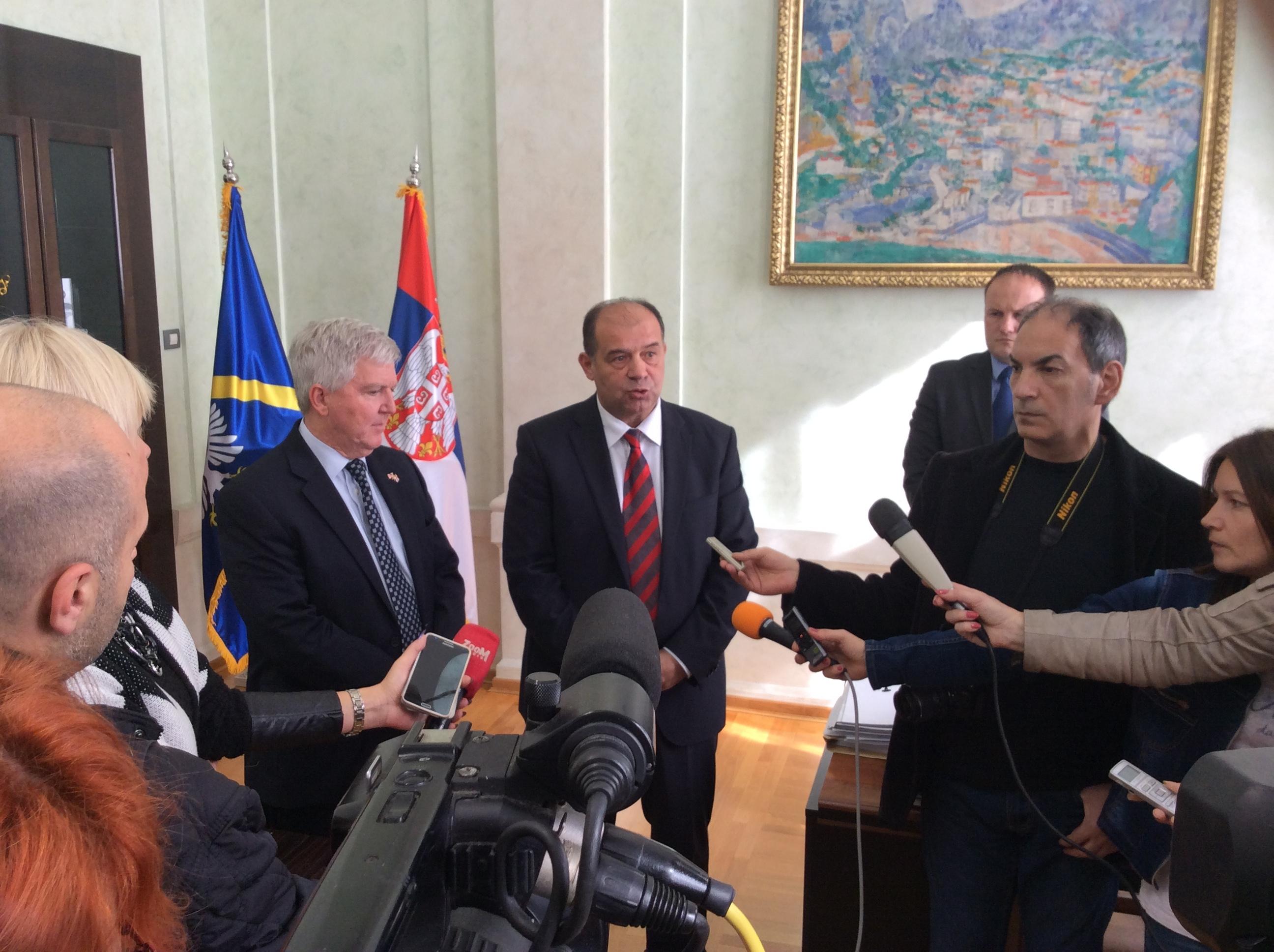 Kajl Skat, ambasador SAD u Srbiji i Tihomir Petković, gradonačelnik Užica  Foto--URP