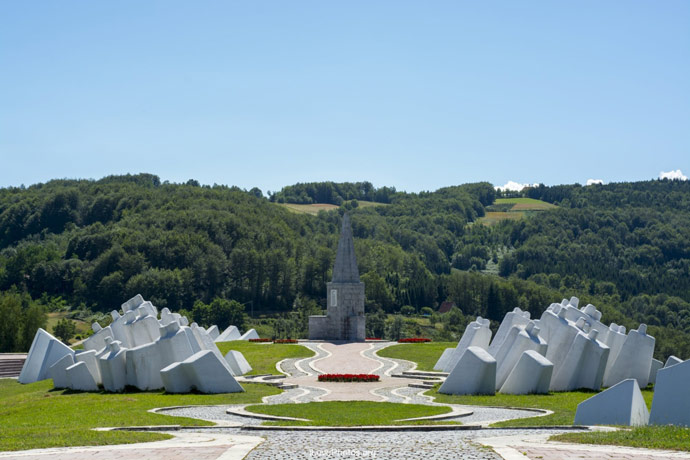 Celokupan spomen kompleks na Kadinjači otvorio je 23. septembra 1979. Josip Broz Tito  Foto--Eco Hostel Republik