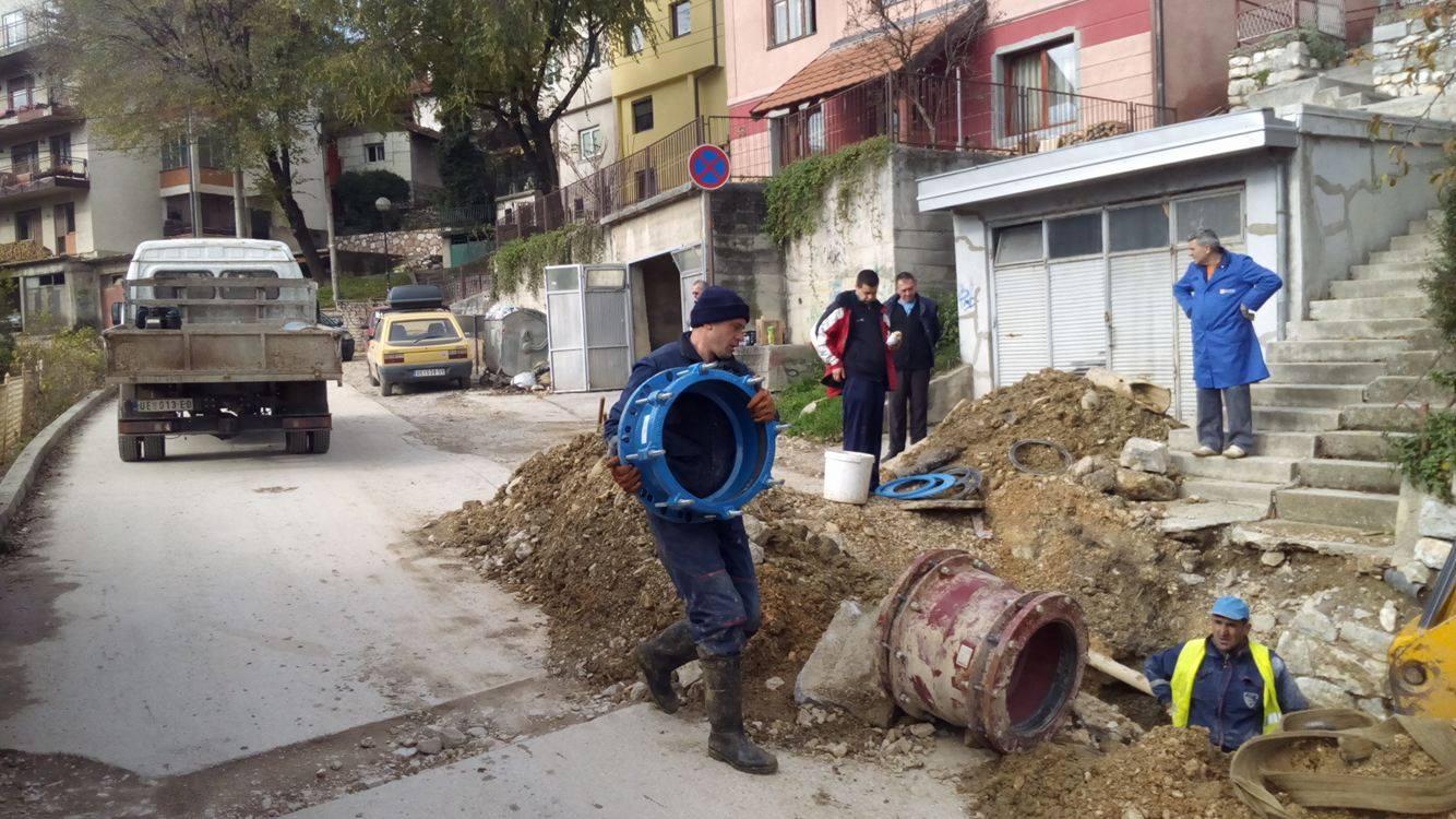 Postavljanje duktilne cevi počelo je oko 13h Foto--URP