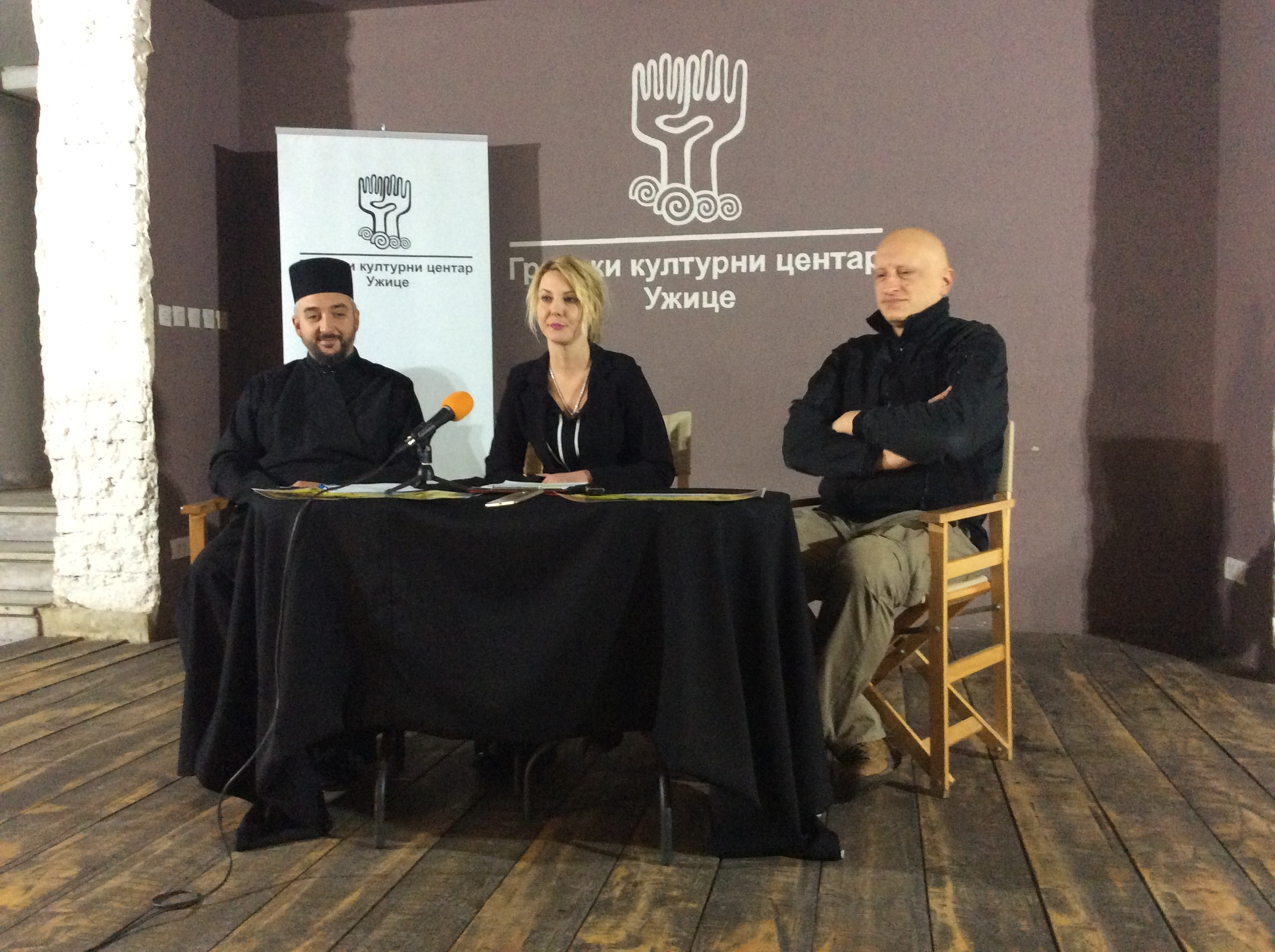 Sreten Vuković, autor izložbe, Jelena Vasović, direktorka GKC-a i Ljuban Petrović, sveštenik užičke crkve (s leva na desno)  Foto--URP