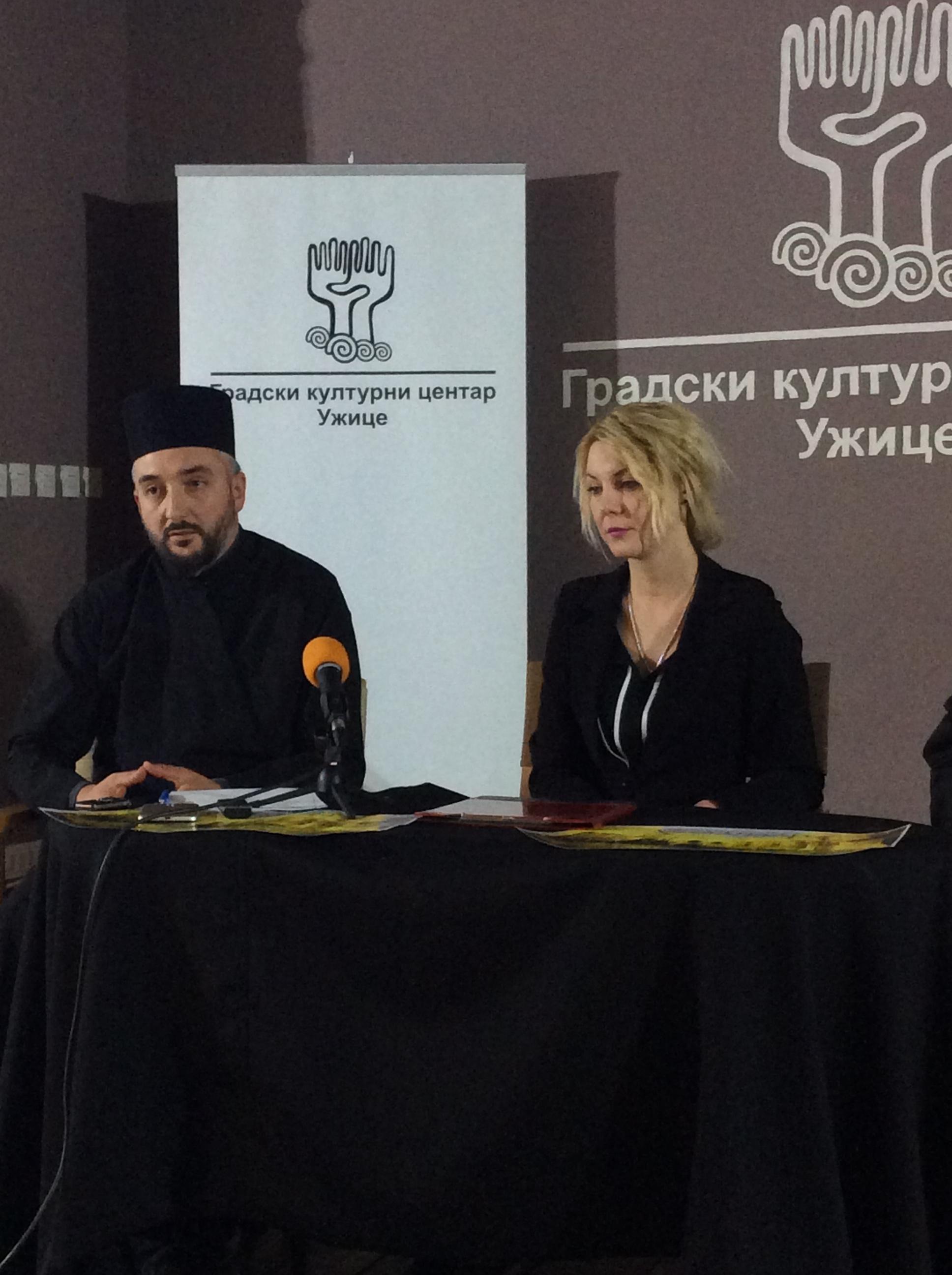 Ljuban Petrović, sveštenik užičke crkve i Jelena Vasović, direktorka GKC-a  Foto--URP