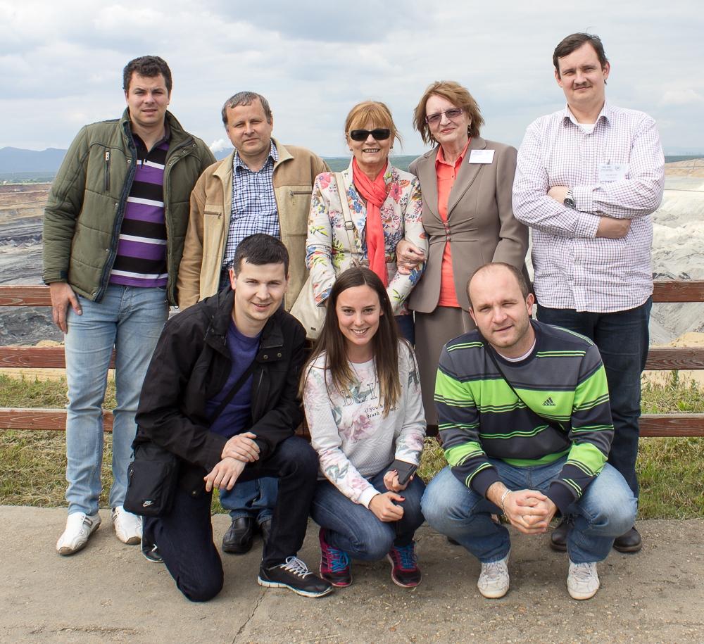 Ana Petrović (u donjem redu) sa kolegama sa Katedre za fiziku gde važi za najproduktivnijeg doktoranta Foto--privatni album A.P.