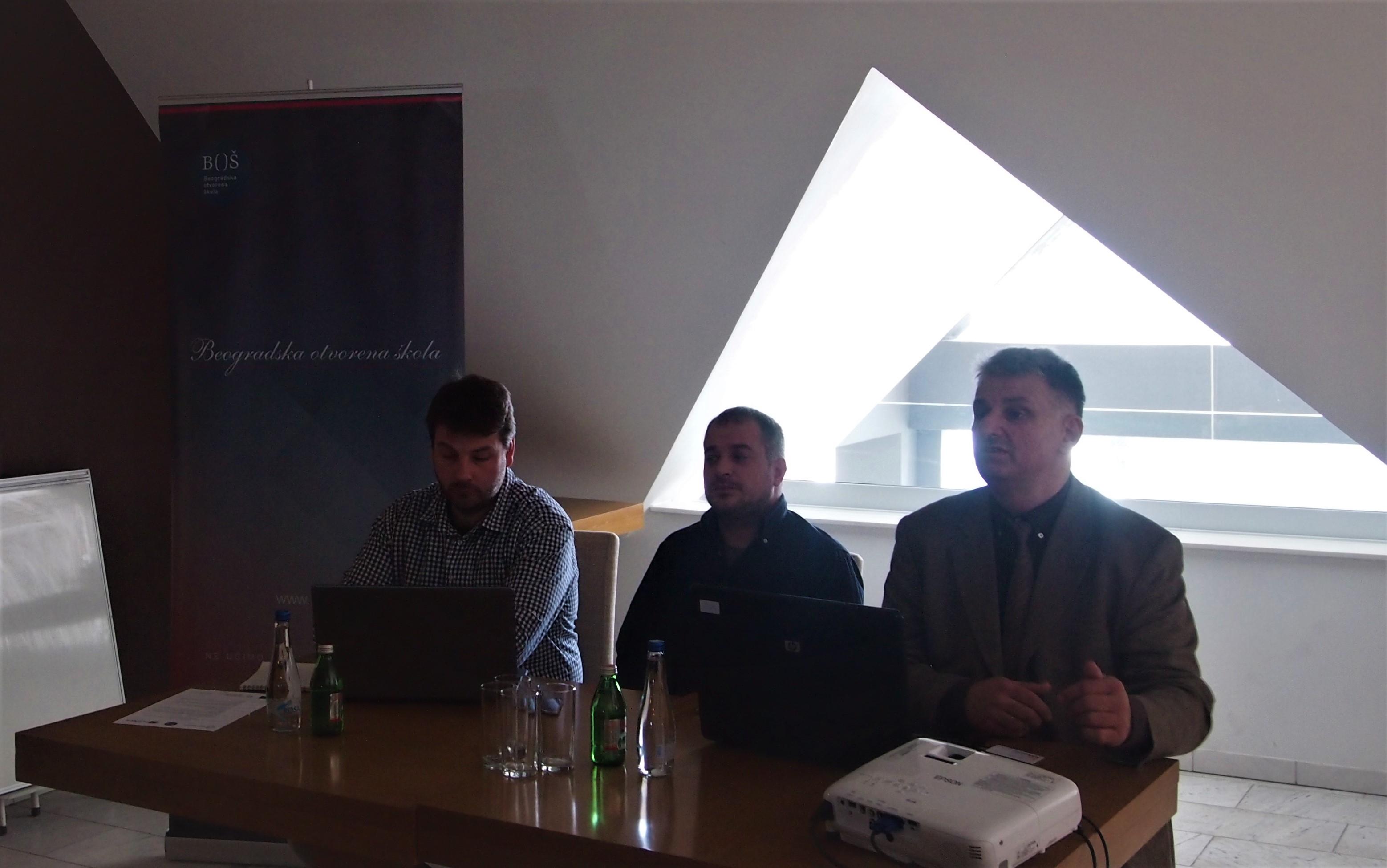 Stevan Petrović (u sredini) predstavnik Beogradske otvorene škole govorio je u ime organizatora skupa u Sjenici Foto--BOŠ