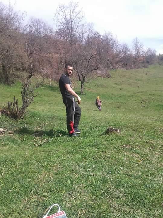 Veroučitelj Ahmedin Dervišević, priprema imanje u okolini Novog Pazara za voćni zasad Foto--privatni album A.D.