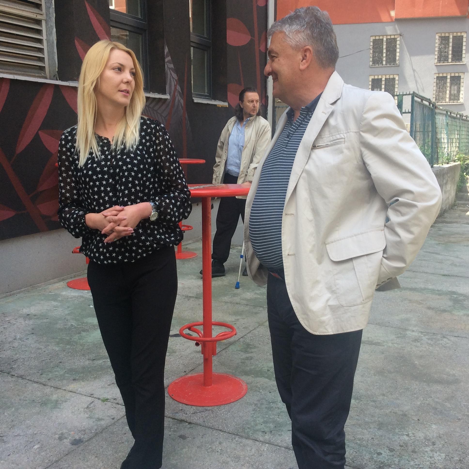 Jelena Vasović, direktorka GKC-a i Miloje Marić, načelnik V gradske uprave veruju da će bina biti završena do 10. juna Foto--URP