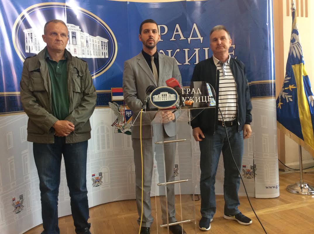 Nenad Milivojevi', predsednik biciklisti;kog kluba Era, Petar Blagojević, član Gradskog veća i Perica Gogić, predsednik sindikata Impol Seval-a (s leva na desno)  Foto--URP