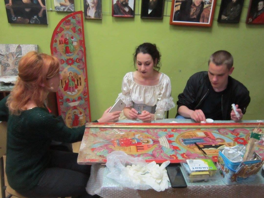 Jelena Janjić priprema ikonu iz crkve u Kaoni za konzervaciju Foto--S.B.