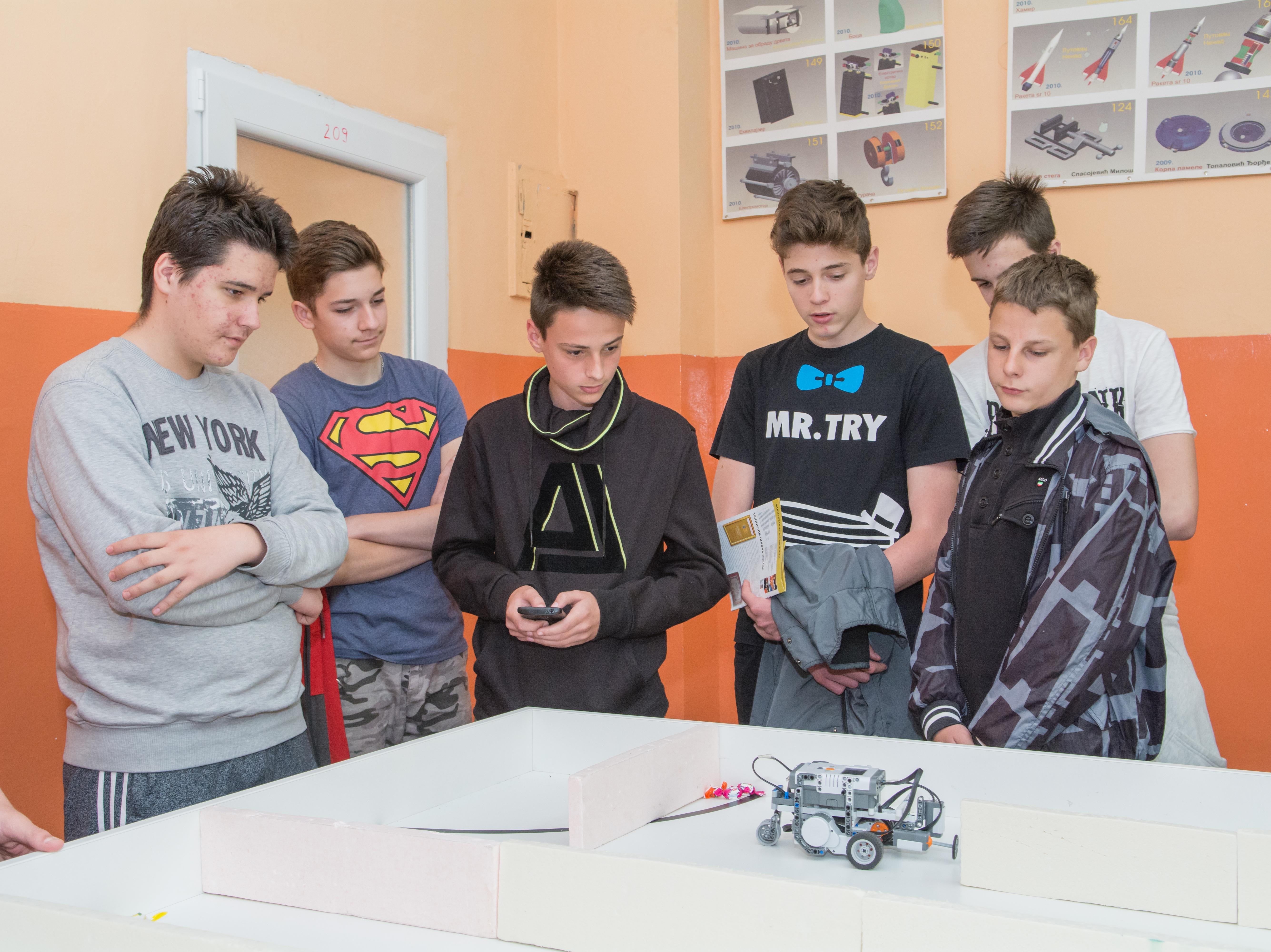 Tehničar za robotiku primamljiv obrazovni profil za mlade generacije Foto--Momčilo Aćimović