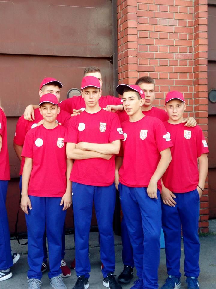 Deo muške juniorske ekipe neposredno pred put u Austriju Foto--M. Kostić