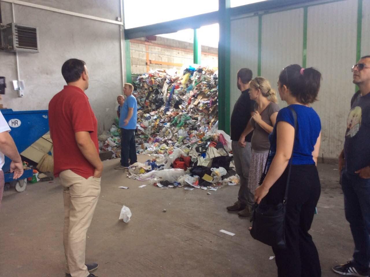 Predstavnici lokalnih samouprava, nevladinih organizacija i medija obišli su i Reciklažno dvorište u Križevcima Foto--URP