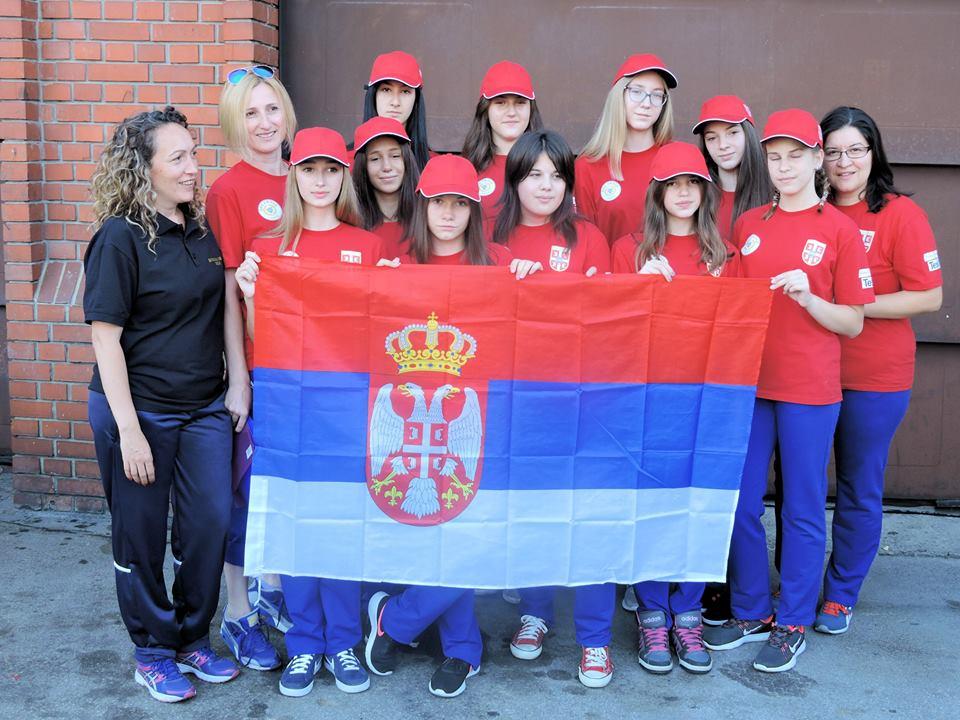 Ženska juniorska ekipa DVD Užice pred put u Austrju Foto--DVD Užice