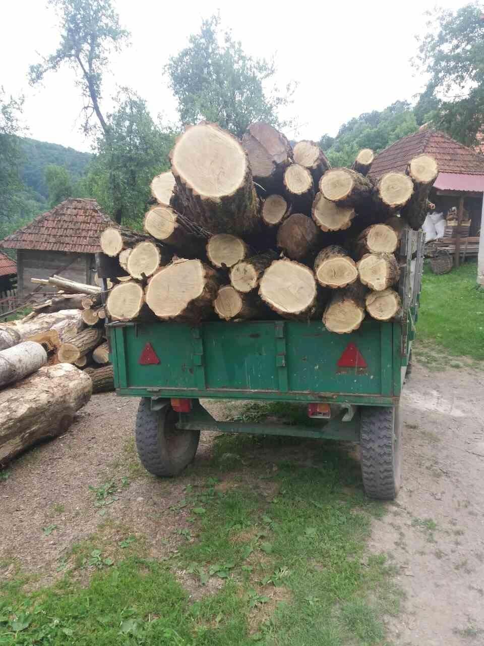 drva na traktoru