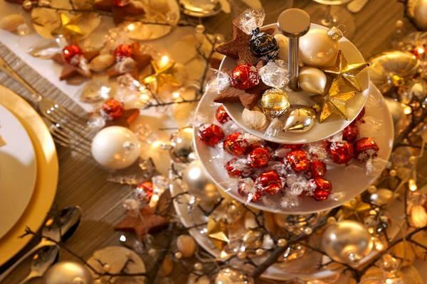novogodisnja-trpeza-dekoracija