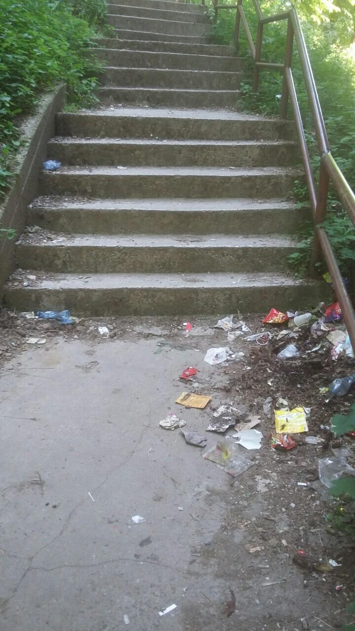 smece na stepenicama